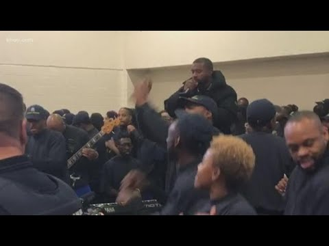 Carmen Contreras - Kanye West Performs At Harris County Jail!