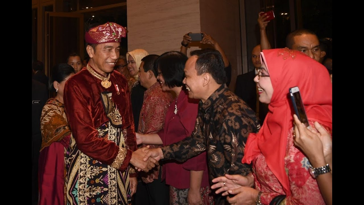 Pakaian Adat Raja Bali