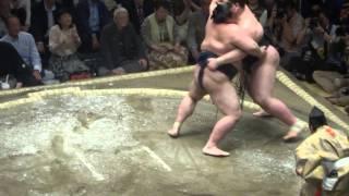 20150511 大相撲夏場所2日目 稀勢の里 vs 逸ノ城.