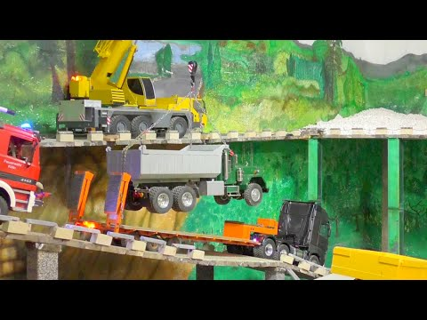 TRUCK ACCIDENT - RC TRUCK SALVAGE -  RC TRUCK SAVED WITH THE LIEBHERR MOBILE  CRANE!