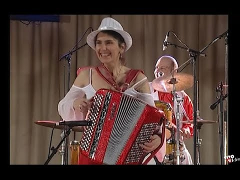 Des Portugaises  Sabl par Anglique et ses musicos
