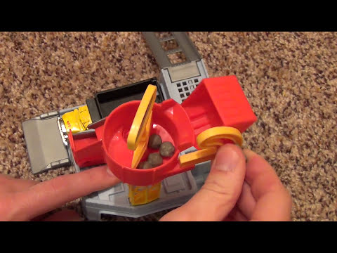 Hot Wheels World Cement Loading Dock Playset with Big Yellow Dump Druck