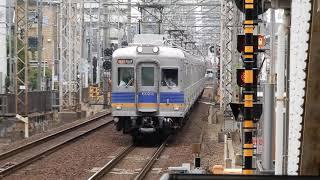 南海高野線 浅香山駅2番ホームを6000系急行が通過