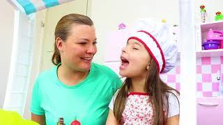 LAURINHA BRINCANDO DE LOJA DE DOCES GIGANTES ! PRETEND PLAY GIANT DONUT SHOP PRETEND FOOD TOYS