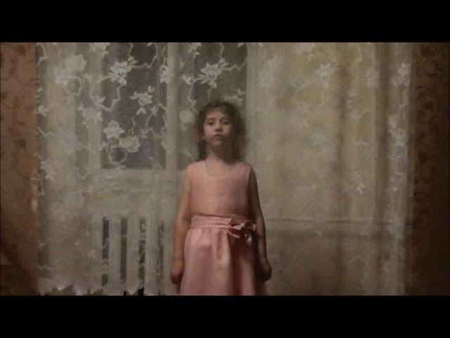 Изображение предпросмотра прочтения – ВалентинаНазарова читает произведение «У кроватки» М.И.Цветаевой