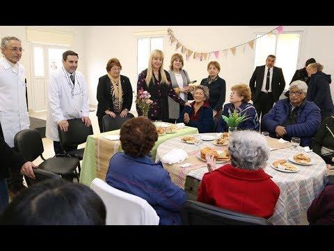 La ministra Chahla compartió un desayuno con la Escuela de Adultos Mayores