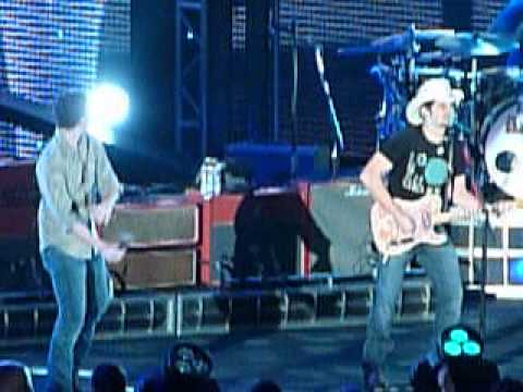 Brad Paisley Stops Concert To Facetime Carrie Underwood ...