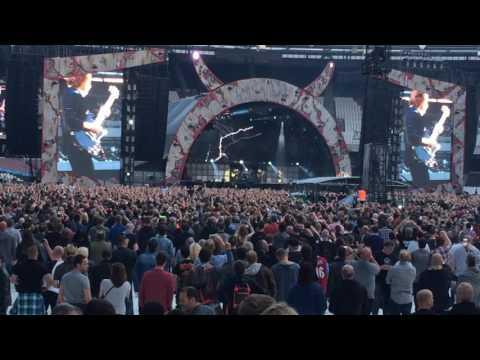 'Thunderstruck'  – AC/DC w Axl Rose – Live in London 4-Jun-16 – HD Audio