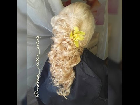 Коса из локонов, прическа с цветами