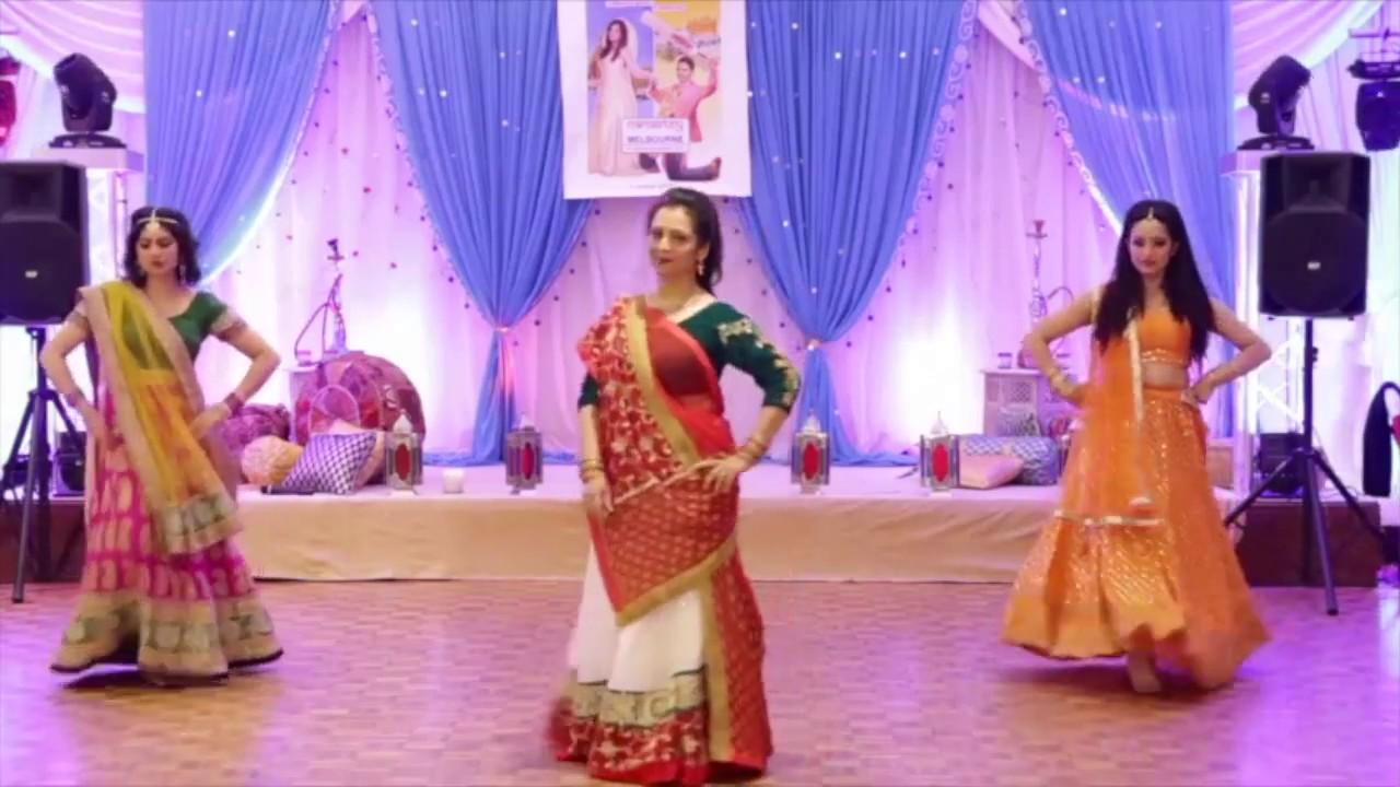 Old School Wedding Song: Old School Bollywood Wedding Dance