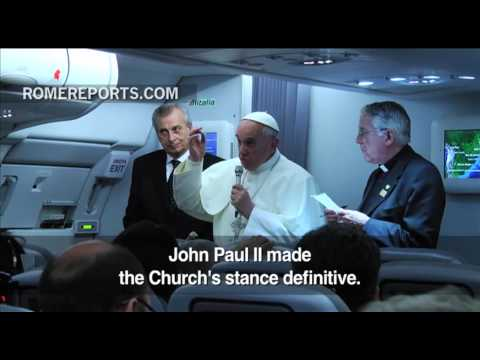 Pope Francis talks to press about Benedict XVI, Vatican Bank and 'gay lobby'