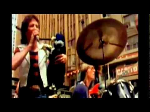 AC/DC-It's A Long Way To The Top (If You Wanna Rock 'N' Roll) - HD BEST AUDIO QUALITY lyrics