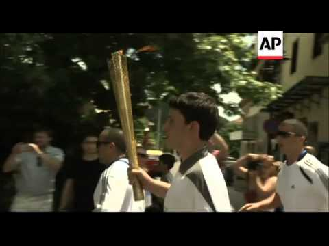 Thousands cheer torch bearers as 2012 relay gets under way