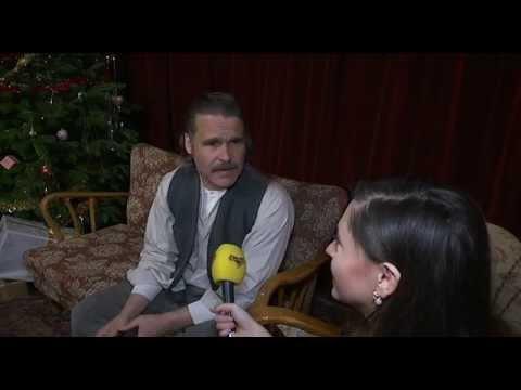 Regissören svarar på kritiken mot sexsnacket i SVT:S julkalender