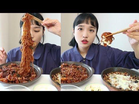 쭈꾸미 삼겹살 먹방 _ 매콤한 쭈꾸미볶�� 마요네즈 콕 �어 깻잎�랑, 삼겹살�랑 볶�밥� 있지롱, 쭈삼 볶�  :D