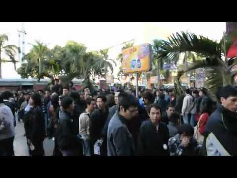 Hàng nghìn người xếp hàng mua Meizu M9 tại Trung Quốc.flv