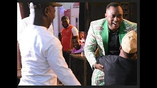 Download Video Humble! Woli Agba Kneels To Greet Odunlade Adekola,Muyiwa Ademola& Others at his Graduation Ceremony MP3 3GP MP4