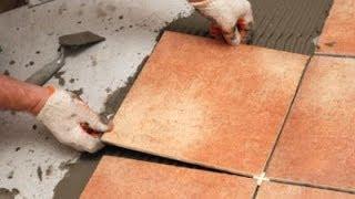 видео как положить плитку на пол на кухне