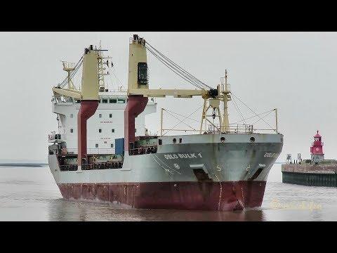 cargo seaship OSLO BULK 1 9V8766 IMO 9485758 inbound Emden geared vessel Kranschiff