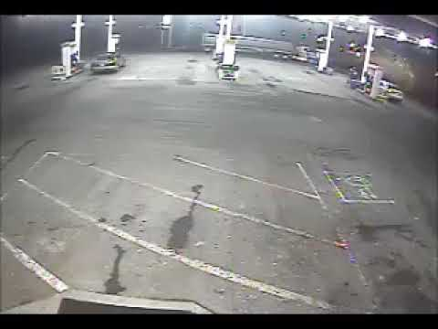 Clarksville police seeking suspect who shot man during robbery