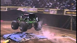 Monster Jam - Grave Digger Monster Truck 30th Anniversary: Speeds Through Nashville