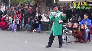 Cần nhiều người chơi nhạc như thế này nữa ở Bờ Hồ, bọn biểu tình sẽ không còn đất diễn