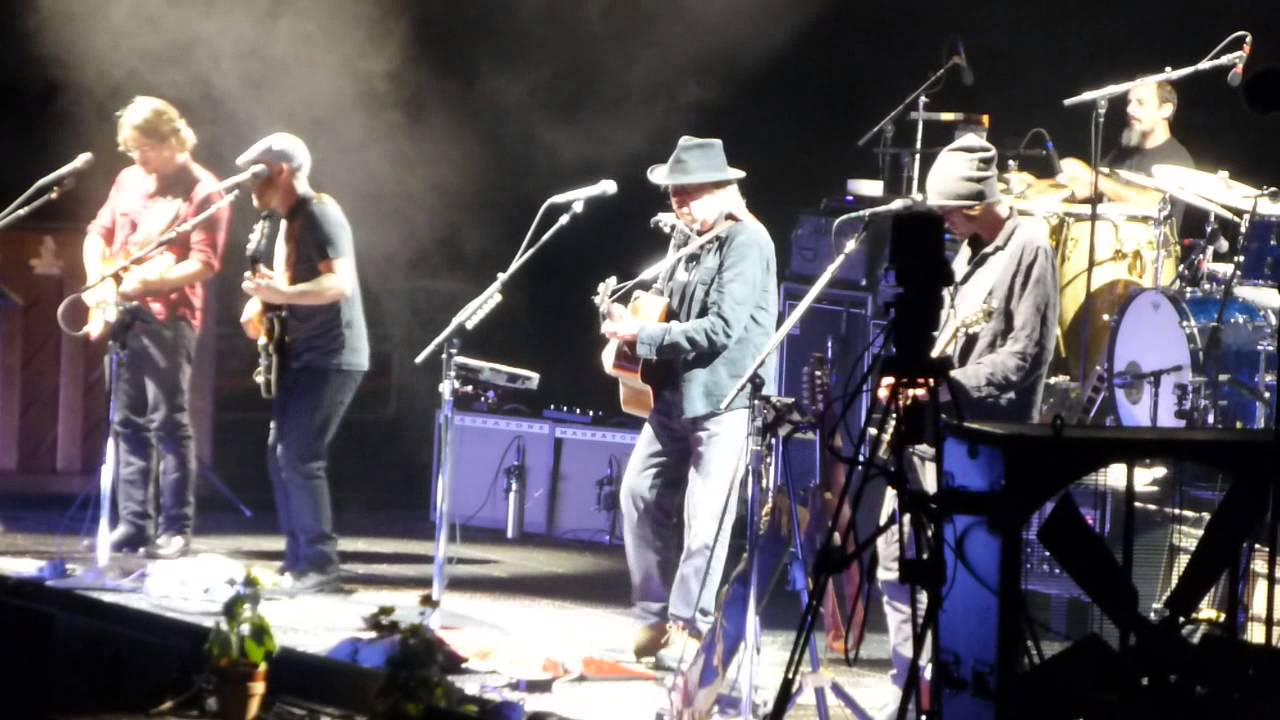 neil young harvest moon pinnacle bank arena lincoln ne 7 11 2015 youtube. Black Bedroom Furniture Sets. Home Design Ideas
