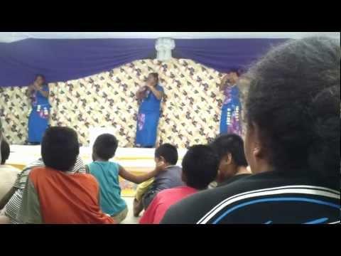 Tuvalu/ Samoan Dancers