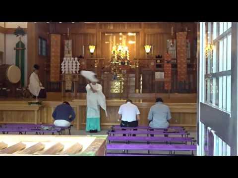 Shinto priest holds ceremony at Hiroshima Gokoku Shrine