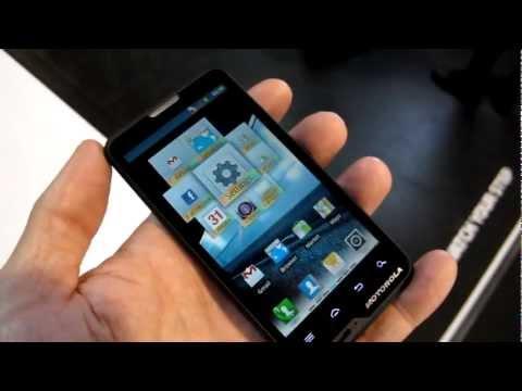 Motorola MOTOLUXE Android smartphone CES 2012 demo