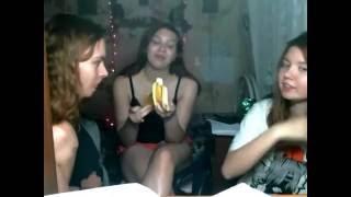 Как правильно есть банан. Уроки от Вики.
