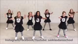 بنات صغار يرقصون على اغنية  فرنسية روعه😘😍