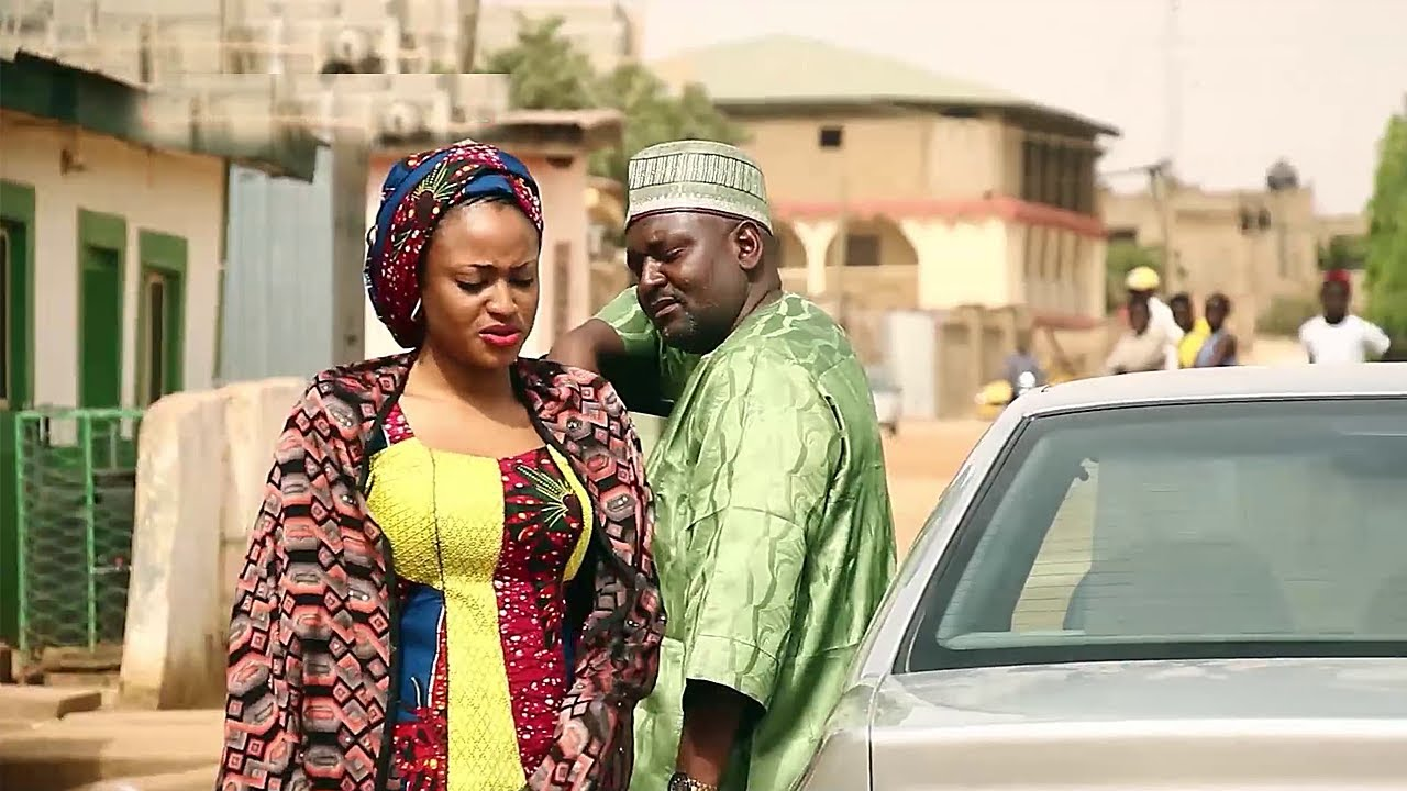 Download 'yar bakin titi ta auri wani dattijo mai kudi saboda kudi - Hausa Movies 2020   Hausa Films 2020