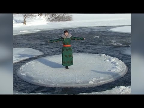 Ice circle attracts tourists to north China city
