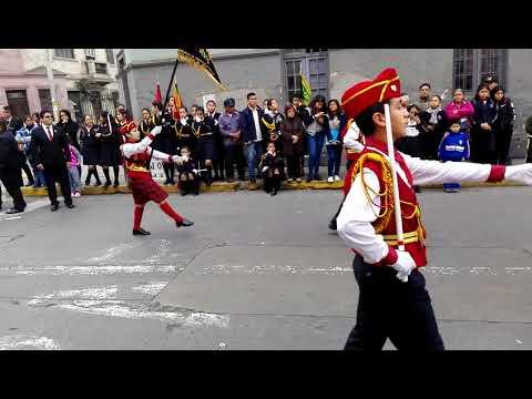 Colegio Rosa de Santa María 90 años desfile de escoltas