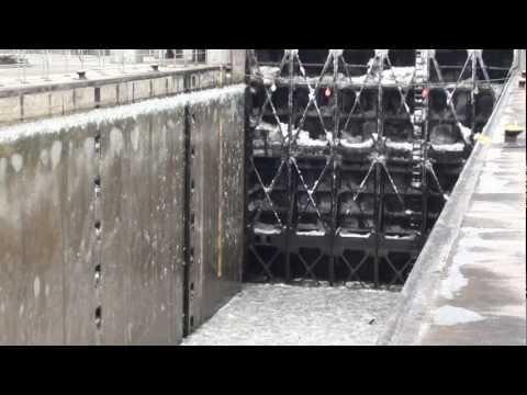 Eisabfuhr an der Schleuse Feudenheim