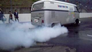 VW Type 2 bus Burnout King !!! 3