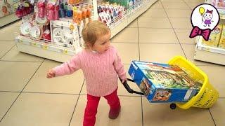 VLOG Детский Мир покупаем игрушки кукольный  домик Плеймобил играем Lego Duplo toys  Playmobil(Покупаем игрушки в Детском мире - Лего дупло, кукольный домик Плеймобил. В этом видео Саша девочка выбирает..., 2015-10-11T15:00:35.000Z)