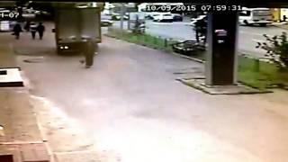 ДТП Томск.18+ Жесть 10 09 2015(18+ Страшные кадры с камеры наружного наблюдения, наезд грузовой