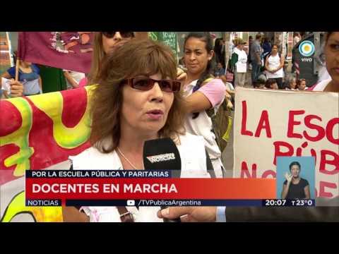 TV Pública Noticias - La marcha federal docente llegó a Plaza de Mayo
