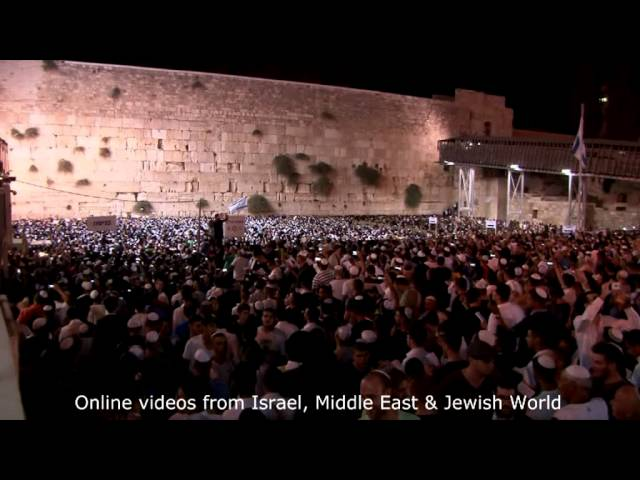Emotional 100,000 Attend Selichot at the Western Wall