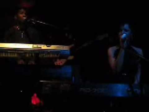 Laura Izibor  Performance Mmm  21709