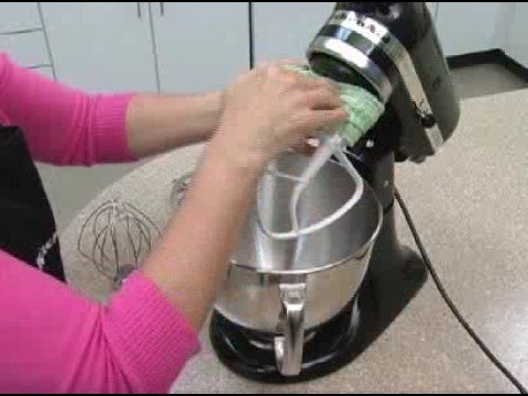 Attaching And Removing The Stand Mixer Beater Youtube