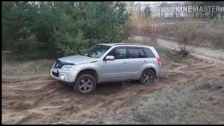 Suzuki Grand Vitara на стравленых колёсах по песку
