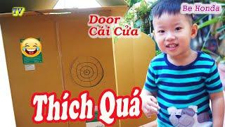Nhà carton -  Khám phá nhà carton của 2 anh trước khi đi học của bé Min