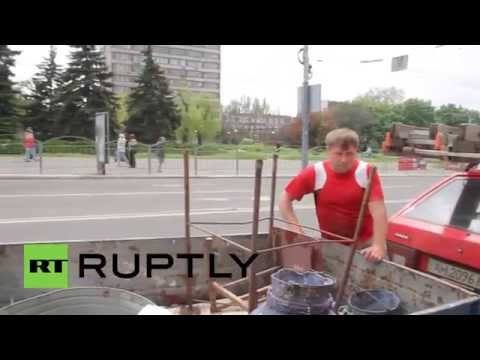 Ukraine: Barricades torn down in Mariupol
