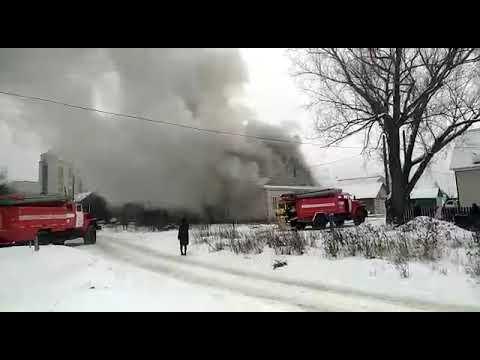 В Кузнецке Пензенской области горит дом