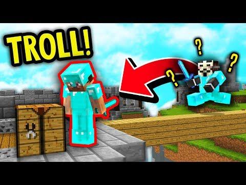 BACKWARDS NOOB SKIN + FAKE DIAMOND ARMOR TROLL! (Minecraft Skywars Trolling)