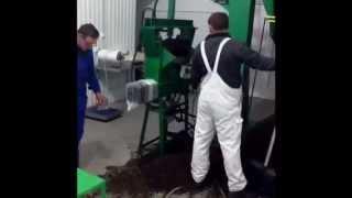 Оборудование для выращивания вешенки(В данном видео показан процесс подготовки субстрата и формирования блоков для выращивания грибов вешенка...., 2011-12-05T11:12:12.000Z)