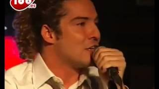 David bisbal cantando Sevillanas
